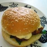 海老フライときゅうりのキューちゃんのハンバーガー