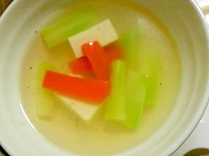 ブロッコリーの芯と人参と豆腐のスープ