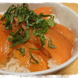 1人ご飯☆サーモンのピリ辛漬け丼
