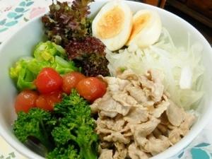 春野菜でサラダラーメン