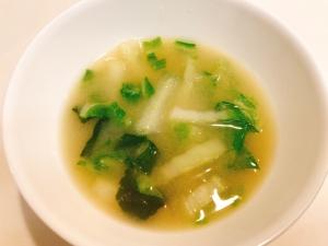 我が家の定番☆白菜とワカメの味噌汁