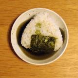 冷凍えんどう豆で☆海苔の風味が美味しいおにぎり