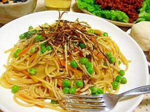 お豆とエノキのカリカリごぼうのせパスタ