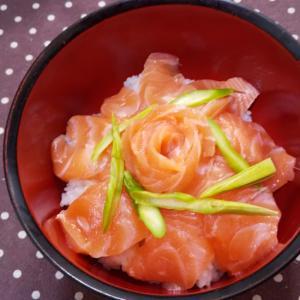 生サーモン丼