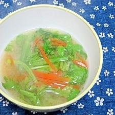 春菊とにんじんの味噌汁