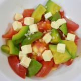 トマト・アボカド・チーズのサラダ