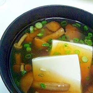 なめこと豆腐の汁物