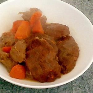圧力鍋で時短!牛すね肉と蒟蒻の簡単ホロホロ甘辛煮