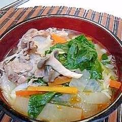 調味料と残り野菜をプラス!味噌汁が坦々うどんに変身