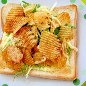 水菜とコンソメポテチのトースト
