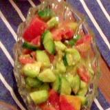 トマトとキュウリとアボカドのヘルシーサラダ