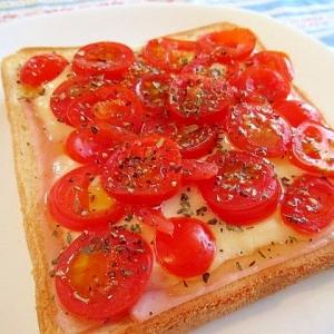 完熟プチトマトとオリーブオイルのトースト♪