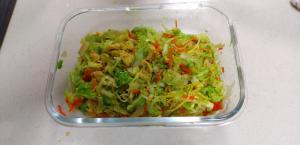 春キャベツを使った彩りサラダ