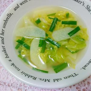 じゃがいもとキャベツの中華スープ