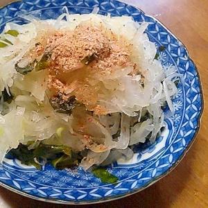 新玉ねぎとワカメのシンプルサラダ