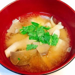 春も間もなくです☆ひらたけと豆腐とみつ葉の味噌汁
