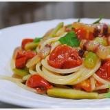 パンチェッタとアスパラ、トマトのスパゲッティーニ
