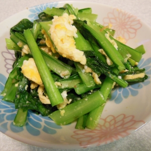 妊娠中にもおすすめ★小松菜と卵のにんにく炒め