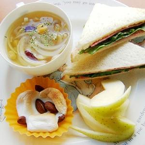 タマネギ&サラダビーンズのスープを添えたブランチ♪