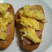 簡単♪朝食☆フランスパンonハムエッグ