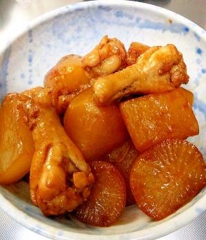 甘くておいしい~♪鶏肉手羽元と大根の煮物