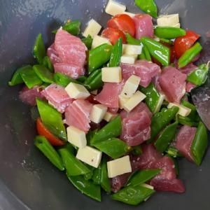 彩り&風味豊か!マグロのオリーブオイルサラダ