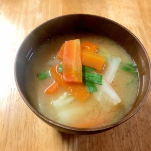 白菜と人参とニラのお味噌汁♪