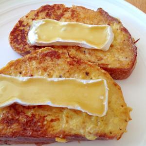 とろけるブリーチーズの塩味フレンチトースト