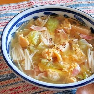 レタス、えのき、ベーコンのスープ