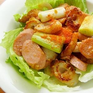 お魚食べてネ!竹輪と魚肉ソの炒め物♪(甘い味噌味)