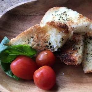 冷凍食パンで!バジル香るガーリックトースト