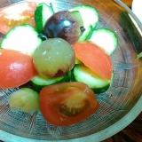 ブドウと野菜のサラダ
