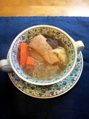 冬の熱々薬膳なべ肉骨茶(バクテー)