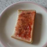 苺ジャムとココアのトースト