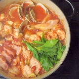 〆はリゾットで★アサリの旨みがおいしいトマト鍋