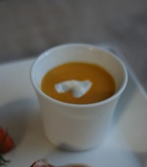 ドリップヨーグルトのせ、かぼちゃの冷製スープ