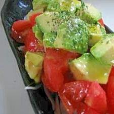 シンプルが美味しい♪トマト&アボカドのサラダ