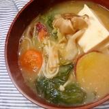 さつま芋と絹ごし豆腐と塩蔵わかめの味噌汁(圧力鍋)