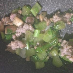 大根葉とエリンギとひき肉の味噌炒め