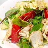 ガーリックドレッシングが食欲をそそるハーブサラダ