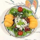 アスパラ、海藻サラダ、柿、フリルレタス のサラダ
