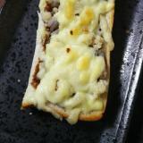 もやしと鶏そぼろのソースピザ