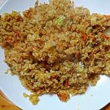 長ネギと人参とツナ卵のチャーハン(ソースカレー味)