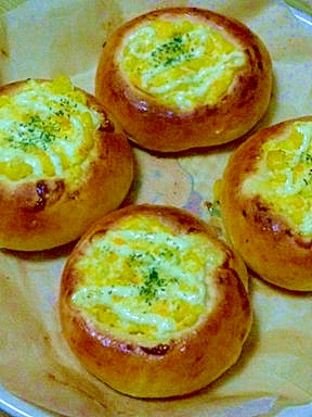 コーンとゆで卵のお惣菜パン♪♪