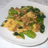 小松菜と牛肉と卵のめんつゆマヨネーズ炒め