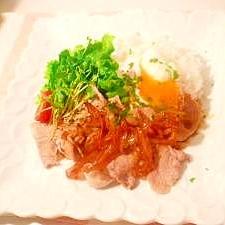 ワンプレート☆豚肉の照焼きオニオンソース。温玉乗せ