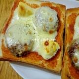 ミニハンバーグとゆで卵のチーズトースト