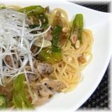 大人の辛味♪カリカリ豚肉と高菜漬のパスタ