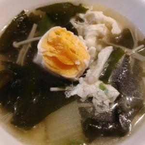 落とし卵のわかめスープ