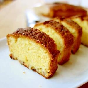 オリーブオイル風味のバナナのアーモンドケーキ